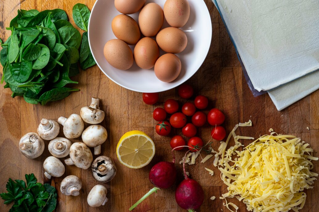 Quiche ingredients.